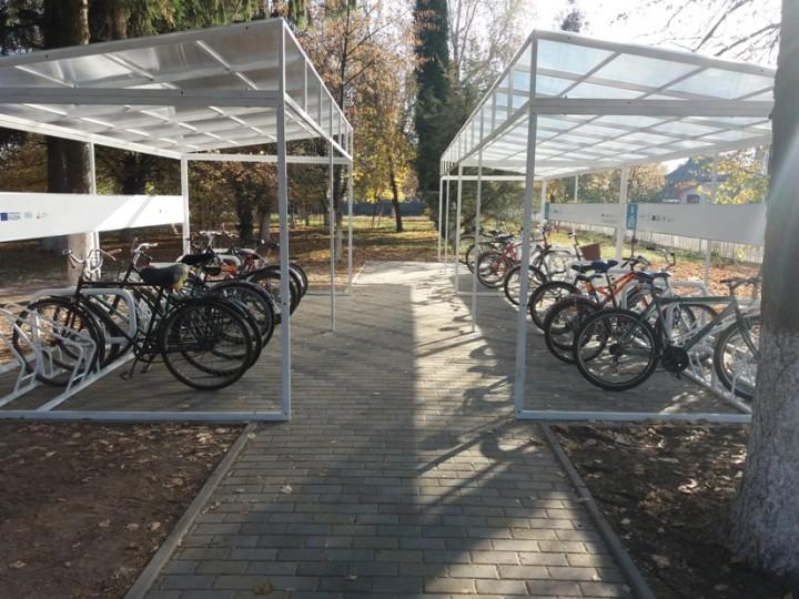 Lokhvytsya_bike_parkings_school_2_small
